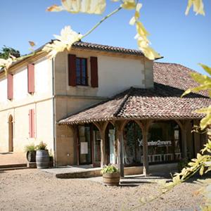 La maison des vins de l'Entre-Deux-Mers à côté de l'abbaye de la Sauve Majeure.